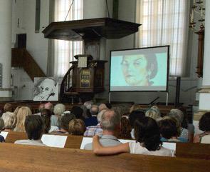 Neel Korteweg opening tentoonstelling Zie ze kijken korte film door Kees van Langeraad
